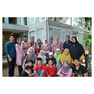 family potrait foto keluarga nazaruddin hutabarat - villa maria dago village bandung