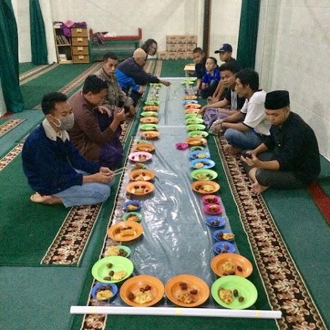 Program Buka Puasa di Masjid