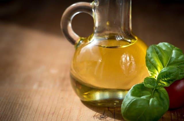 minyak zaitun sebagai cara mengatasi rambut rontok secara alami
