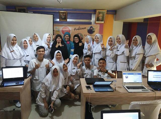 """Workshop Blog """"Ngampus Ok, Ngeblog Asik"""" STIKES Dehasen"""