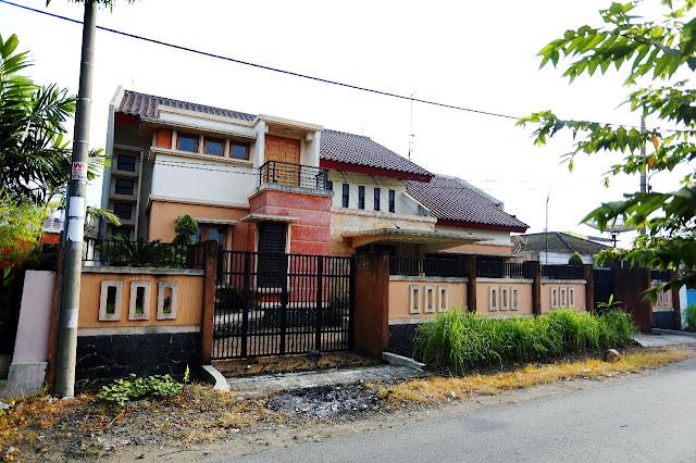 Tampak Depan Rumah Mewah Di Jalan Kemiri II Simpang Limun Medan Sumatera Utara - 0812 8383 8397