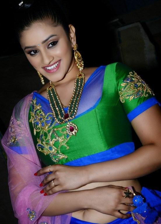 Actress Priya Anduluri hot Navel stills ~ Beautiful Passion