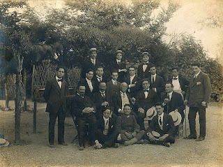 Cotogni (second row, middle) with his class at the St Cecilia Academy. Beniamino Gigli is on the right at the back.