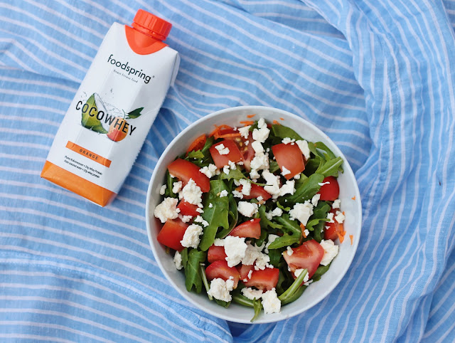 tomate-feta-salat-foodspring-cocowhey-erfahrung-test-fooddiary