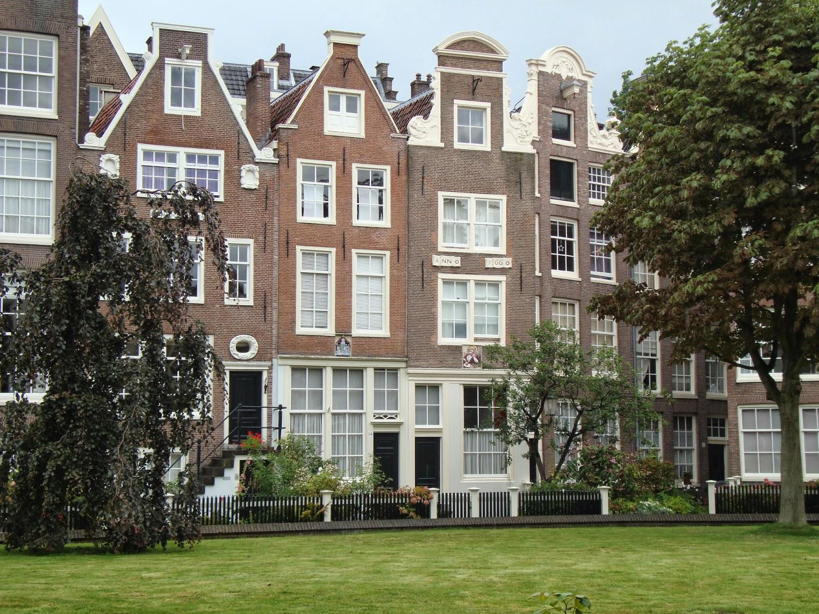 Un piccolo giardino in citt il begijnhof di amsterdam for Case amsterdam affitto economiche