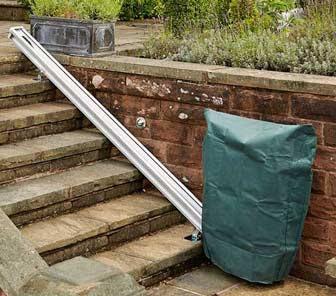 housse de protection monte escalier extérieur