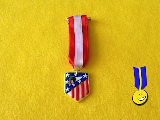 Medalla con el escudo del Atlético de Madrid