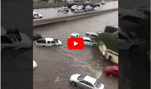 (Video) Ketika Hujan Lebat Akibatkan Jeddah dan Makkah Banjir