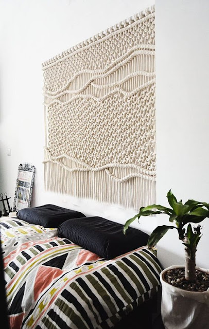Bedromm with a large macrame on the wall