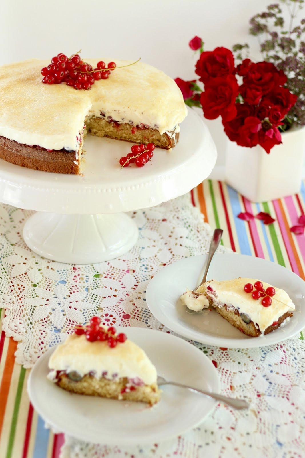 Fantastischer Fanta-Kuchen mit Beeren und Schmand | Rezept und Video von Sugarprincess