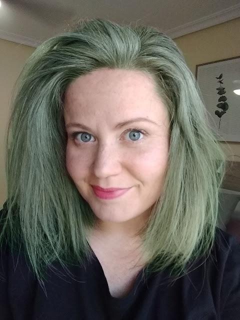 ¿Cómo elimino el color verde de mi pelo?