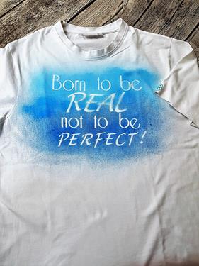 T-Shirts pimpen mit Farbe und Schablone
