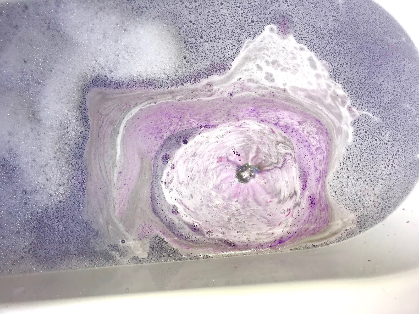 lush goddess bath bomb review