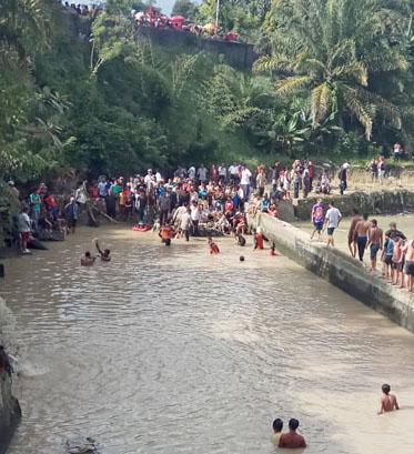Pencari korban hanyut di Tanjung Pinggir