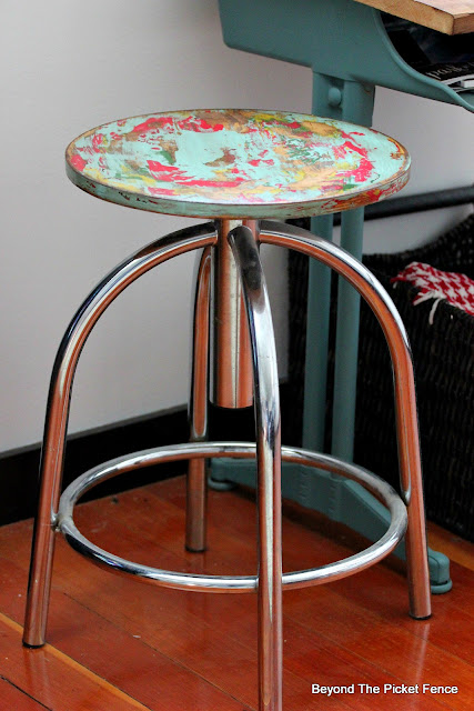 Thrift Store Swivel Stool Makeover with a chippy paint technique