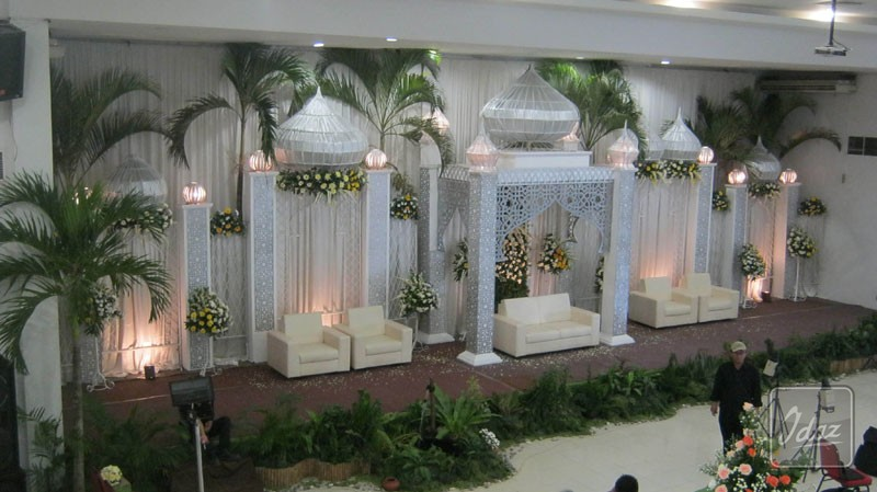 tema dekorasi pernikahan islami dalam