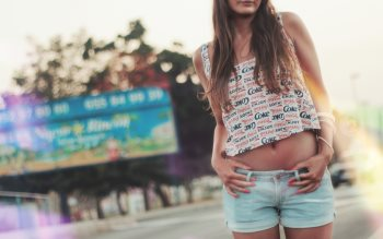 Wallpaper: Summer clothing for girls