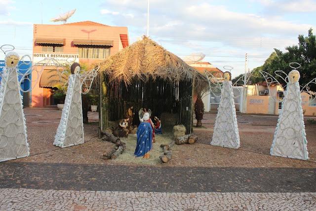 Prefeitura inaugura decoração do Natal com materiais recicláveis