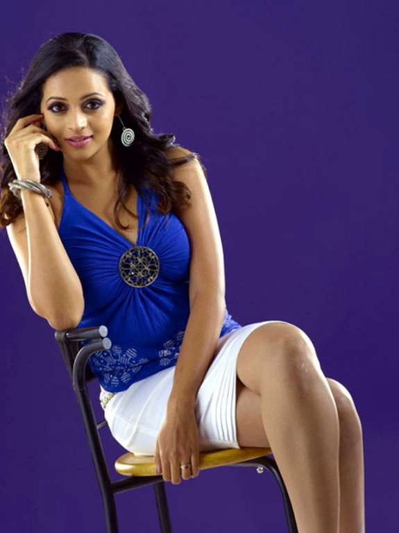 suave and majestic bhavana unseen hot spicy stills photos gallery