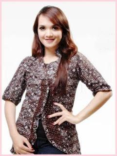 contoh desain baju batik wanita modern