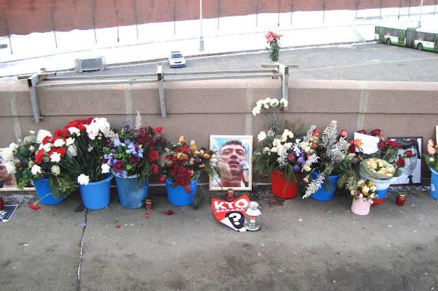 Народный мемориал на Немцовом мосту