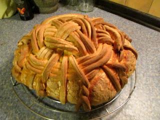 díszes ünnepi kenyér