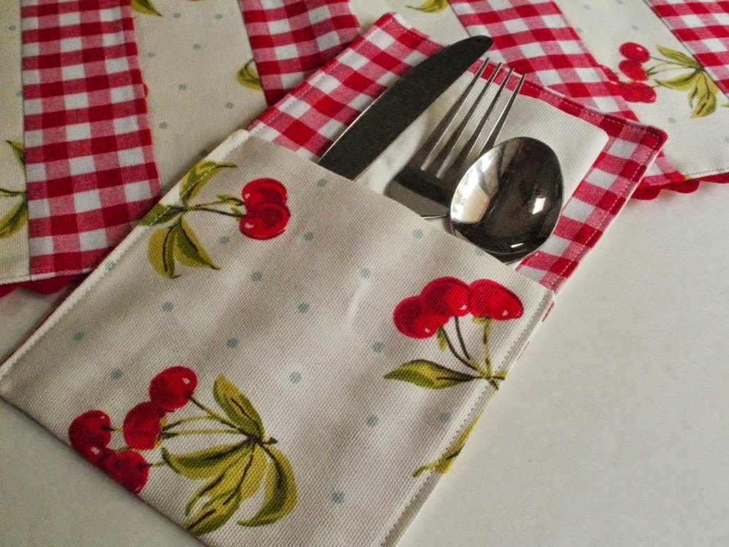 http://eamylove.blogspot.co.uk/2014/07/free-tutorial-summer-placemats-and.html
