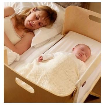 lit bebe qui s 39 accroche au lit des parents. Black Bedroom Furniture Sets. Home Design Ideas