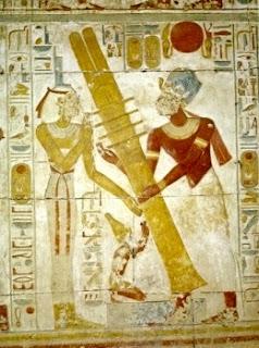 El levantamiento del djed, el gran poste de granito símbolo de la fertilidad
