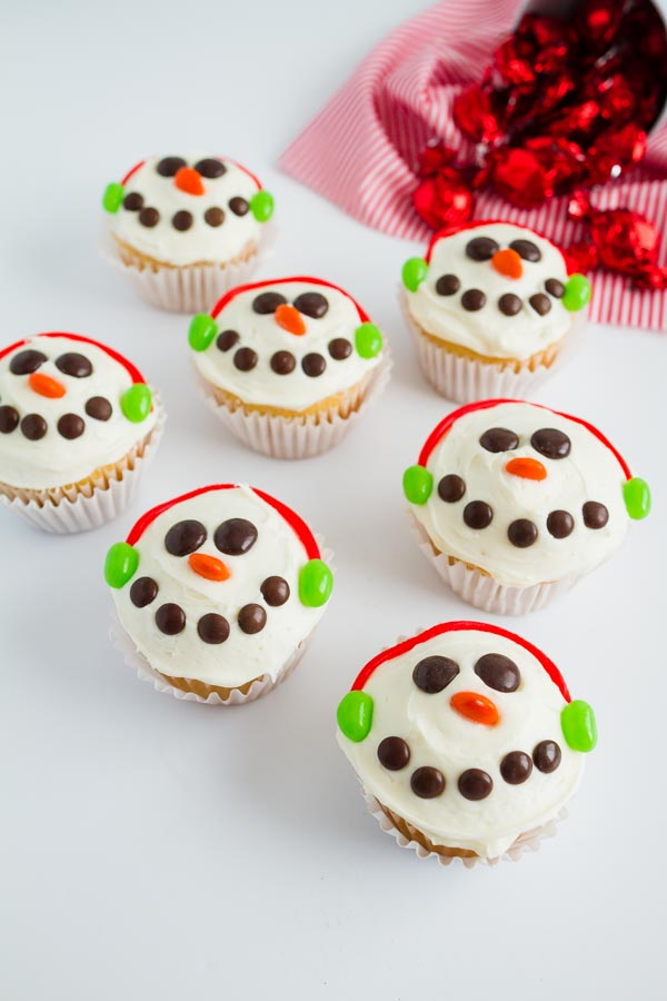 Adorable Snowman Cupcakes!  So fun to make with the kids!  |  mynameissnickerdoodle.com