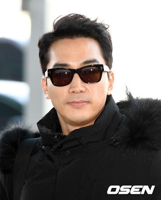 """Nam diễn viên phim """"Trái tim mùa thu"""" điển trai tại sân bay Hàn Quốc, trên đường đến Đà Nẵng"""