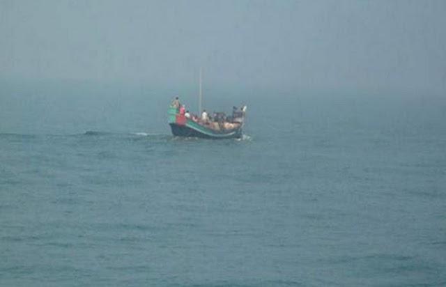 बांग्लादेश : 100 रोहिंग्याओं को ले जा रहा जहाज डूबा, 15 की मौत