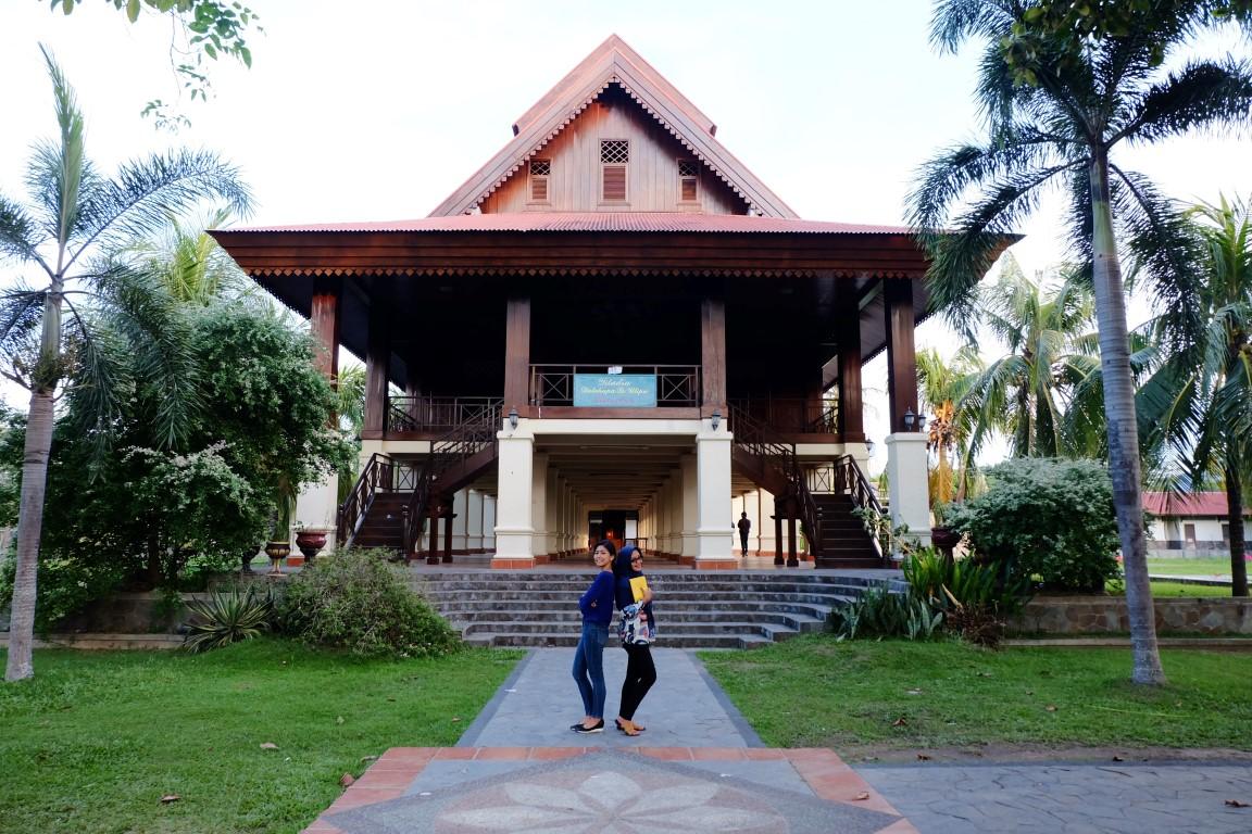 ajengmas-rumah-adat-dulohupa-gorontalo-sulawesi