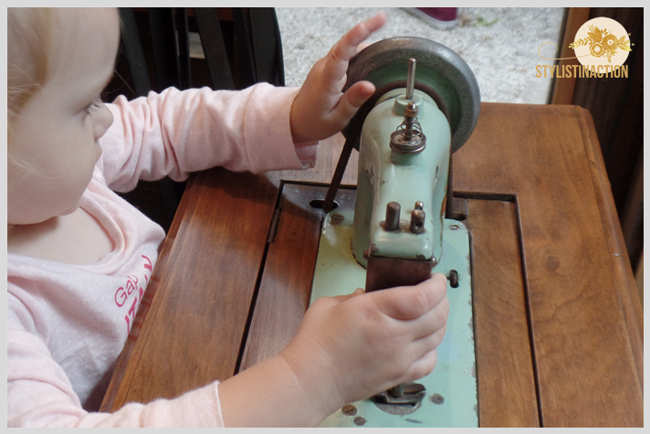 Mercado de Maschwitz by stylistinaction - maquina de coser vintage para niñas