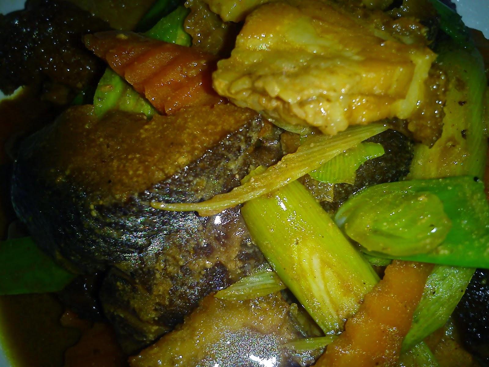 Cooking Pleasure: BRAISED SEA CUCUMBER WITH ROASTED PORK