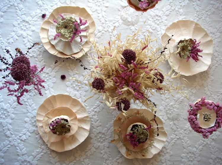 matrimonio green centrotavola fiori secchi e fiori di carta , color prugna rosa ecrù