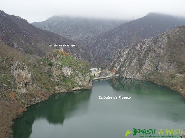 Senda al Torreón de Villamorei: Vista del Embalse de Rioseco y Torreón