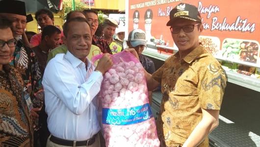 Tekan Harga di Pasaran, Disperindag Sumbar Pasok 46 Ton Bawang Putih