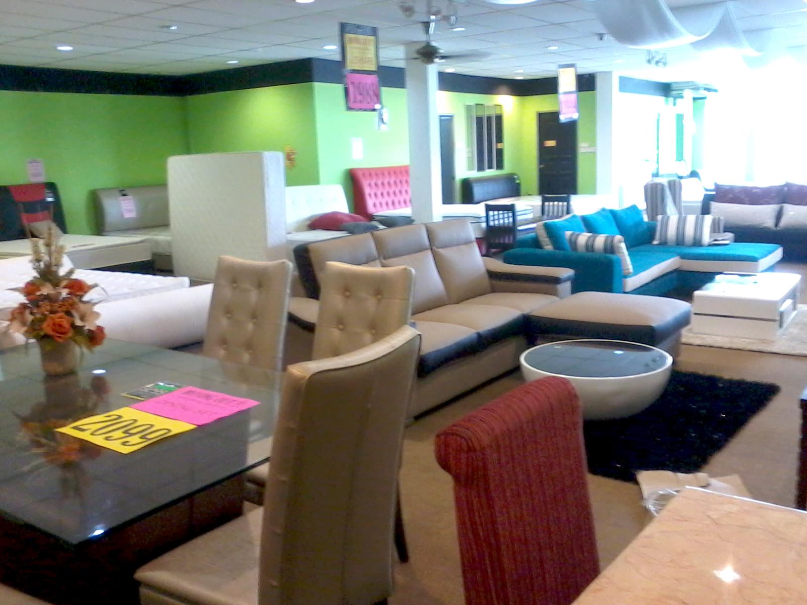 Set Sofa Meja Makan Dan Perabot Hiasan Ada Kat Area Ni