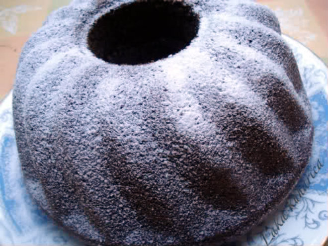 Scrumptious poppy seed cake by Laka kuharica: rich and moist old fashioned cake.