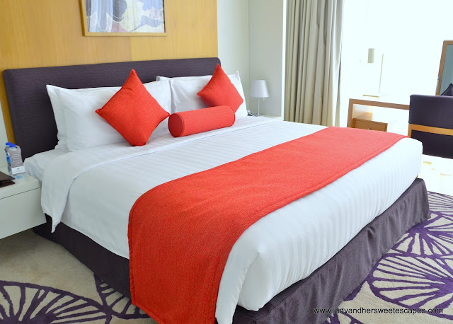 Royal Continental Hotels Dubai king size bed