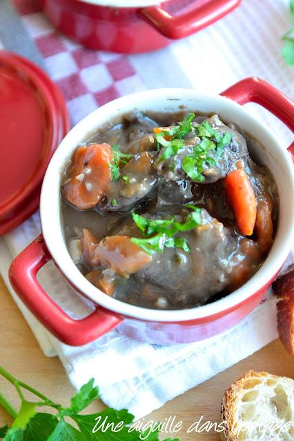 Joues de bœuf en bourguignon plat mijoté