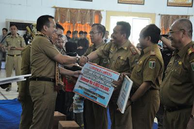 Kunjungan Kerja ke Lampung Timur, Gubernur Ridho Salurkan Bantuan