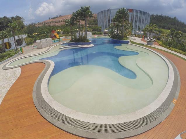 pool side Harris Resort Barelang