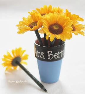http://translate.googleusercontent.com/translate_c?depth=1&hl=es&rurl=translate.google.es&sl=en&tl=es&u=http://www.repeatcrafterme.com/2013/08/floral-pen-flower-pot.html&usg=ALkJrhi-yumBKO8JmY9IKPwvjFTvt30KVA