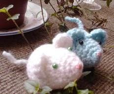 http://www.frivolitemonicapradenas.blogspot.com.es/2014/08/ratoncitos.html