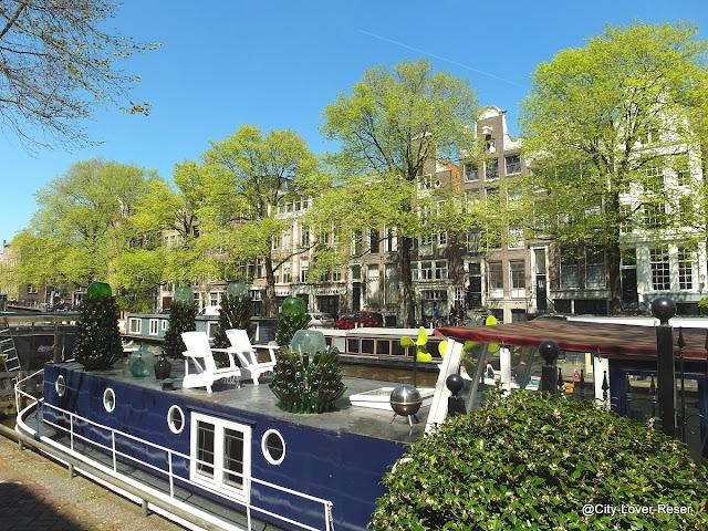 Amsterdam - en stilig husbåt