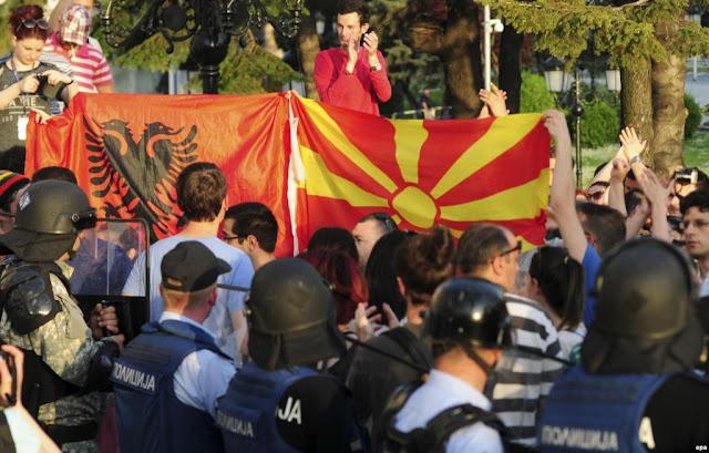 Παραστρατιωτικές ομάδες Αλβανών και Σλάβων ετοιμάζονται στα Σκόπια