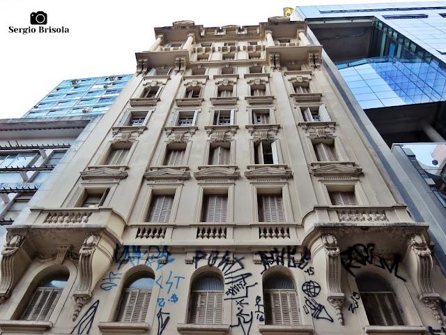 Perspectiva inferior da fachada do Edifício Guataparazinho - Centro - São Paulo