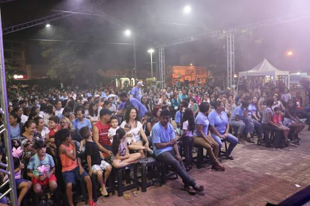 Evento cultural promovido pela prefeitura de Luís Eduardo reúne grande público na praça Sérgio Alvim Mota